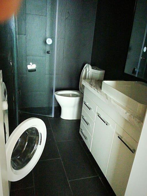 洗衣机,洗手台,卫浴,干净整洁!