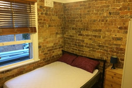 Private sun-lit room in the heart ofthe city - Redfern