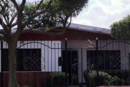 Habitación cerca casa del carnaval - Barranquilla, Atlántico, CO - บ้าน