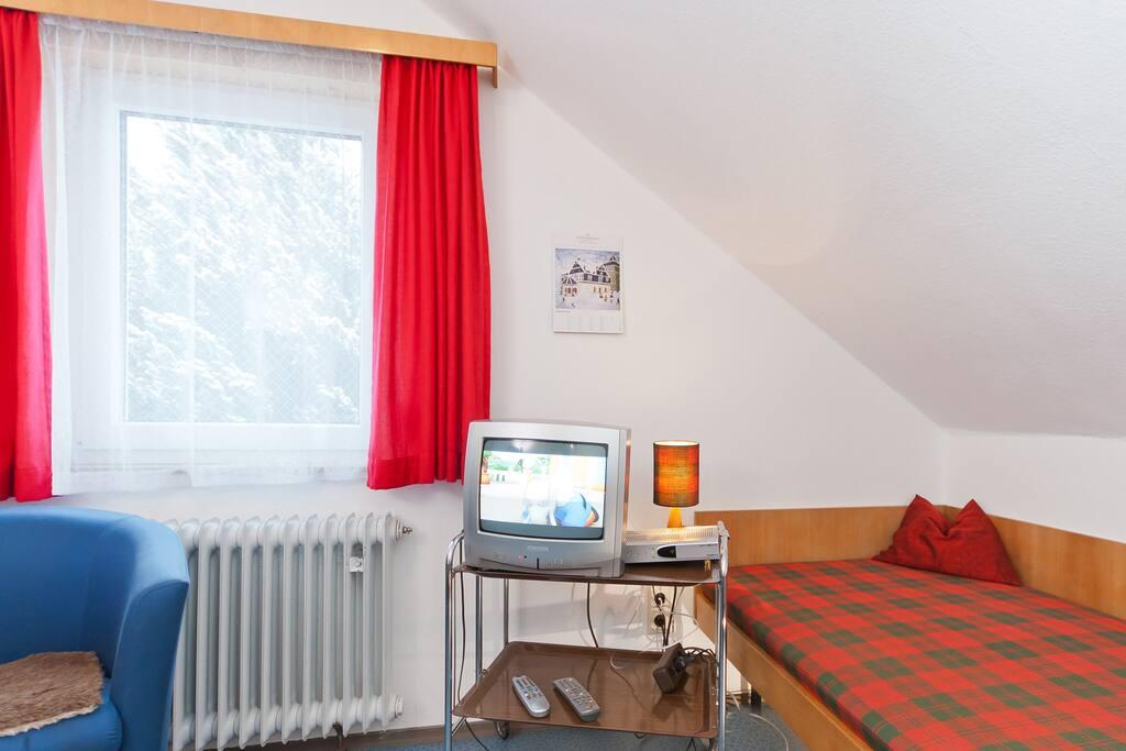 kleines zimmer in 2 familienhaus h user zur miete in. Black Bedroom Furniture Sets. Home Design Ideas