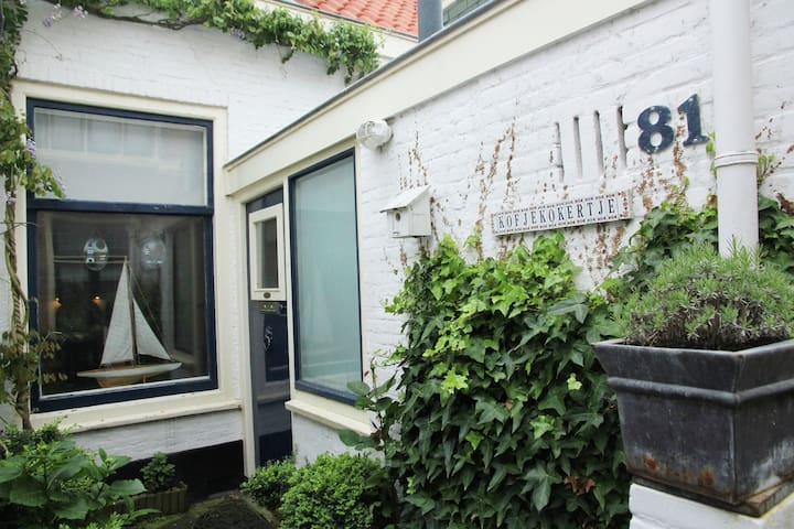 Cosy holiday home in the town of Scheveningen within walking distance of the sea