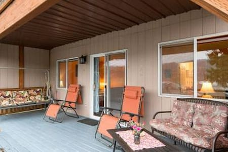 Private ENTRY-BATH-TWO BEDS/deck, river views-WOW!