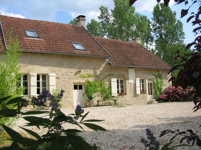 Superb farmhouse in rural Burgundy (20 mins to A6) - Epoisses
