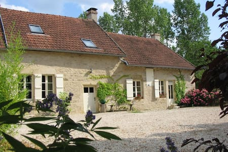 Superb farmhouse in rural Burgundy - Epoisses
