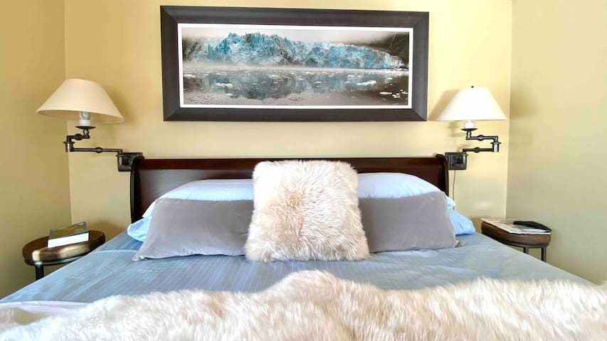 King style rest with morning views of the mountains and forest. Art by local Artist, Tony Newall throughout the house.