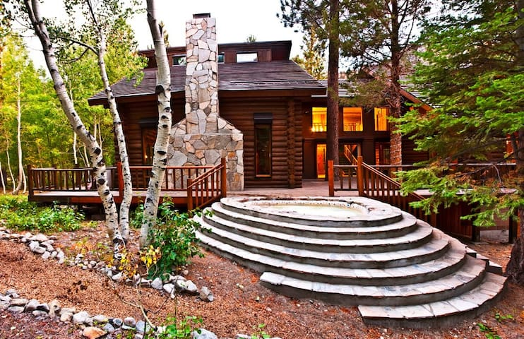 Yosemite Gateway Chalet -- Outdoor Hot Tub