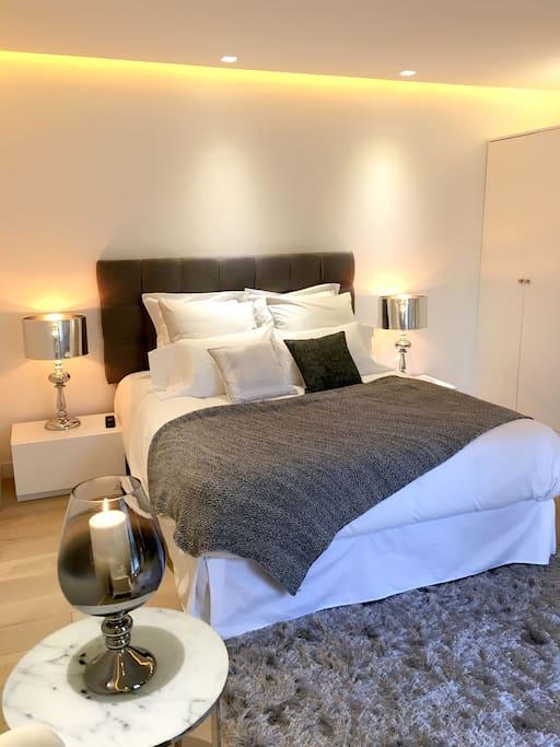 luxe opera haussmann galerie lafayette st honor flats for rent in paris le de france france. Black Bedroom Furniture Sets. Home Design Ideas