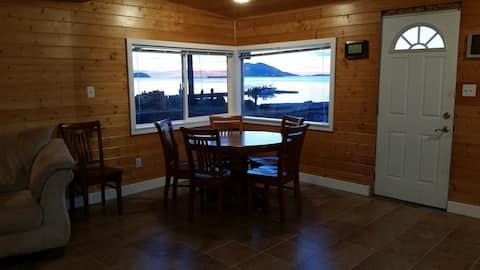 Samish Island Idyllic Waterfront Cabin