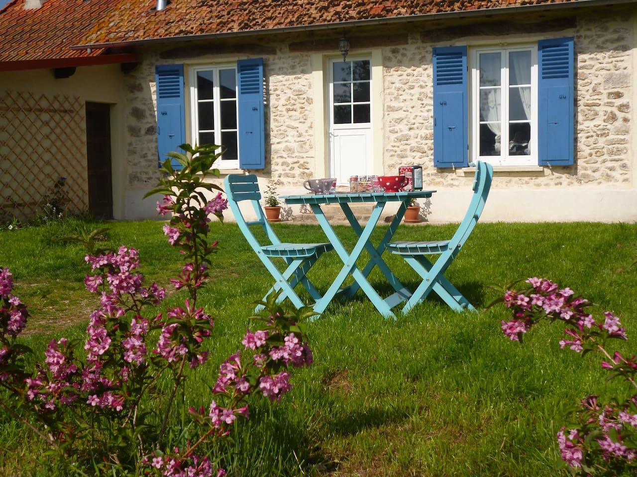 The house and Your part of the garden/ votre partie du jardin