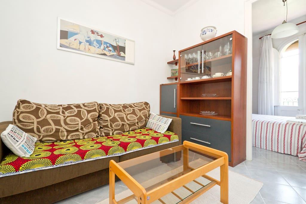 Sala de estar con sofá cama/    Living room with bed sofa