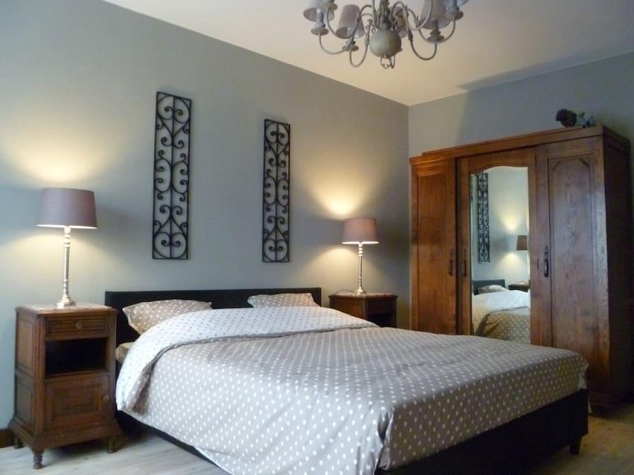 b b la corneille room hemfried chambres d 39 h tes louer bruges flandres belgique. Black Bedroom Furniture Sets. Home Design Ideas