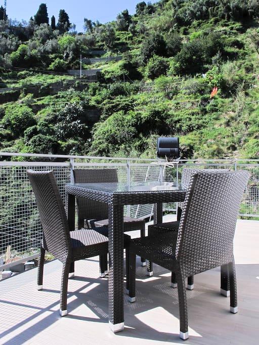 il tavolo nel terrazzo