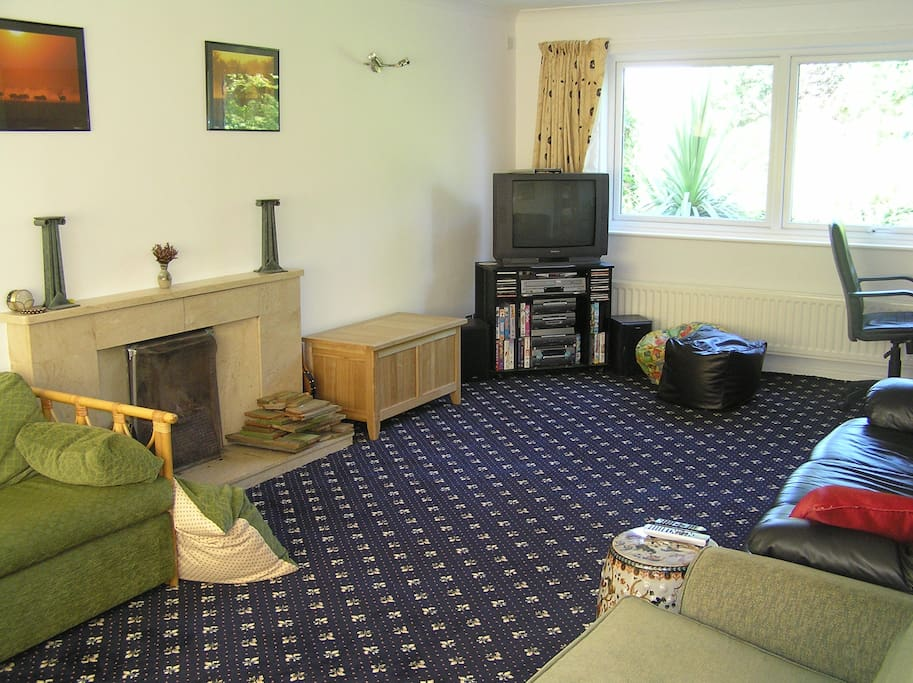 Lounge with 4 large sofas, desk & chair, TV+DVD player