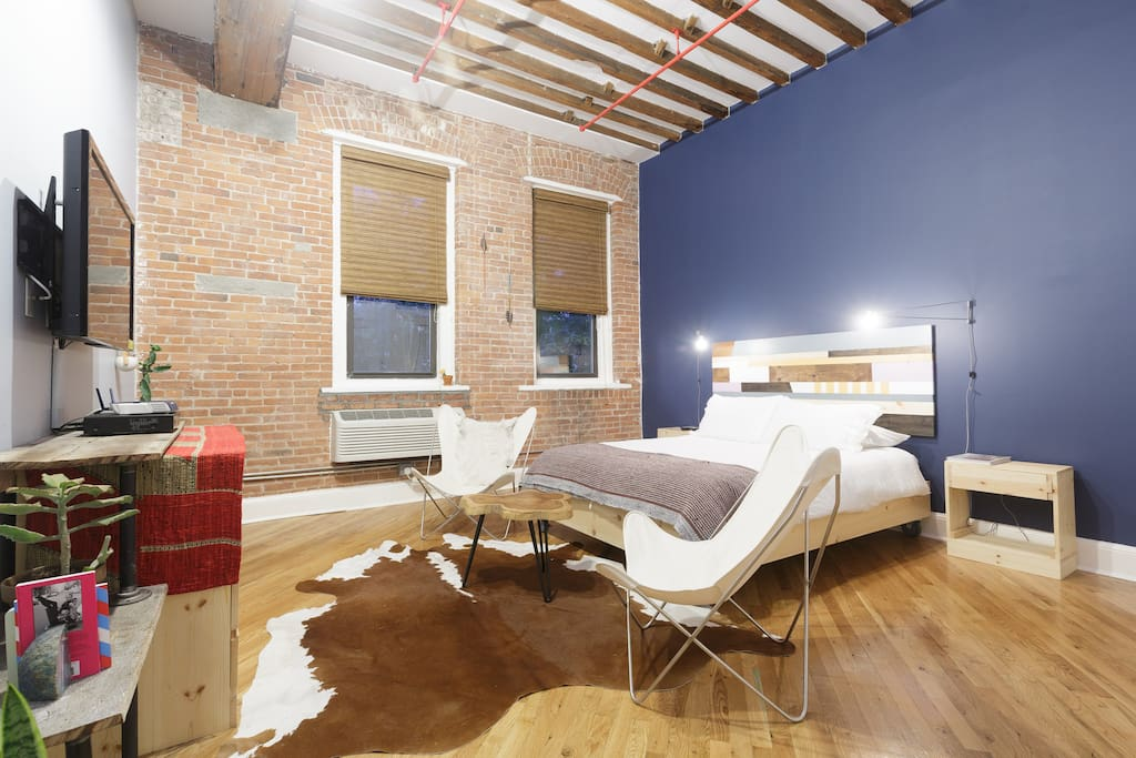 spacious studio loft in brooklyn lofts louer brooklyn new york tats unis. Black Bedroom Furniture Sets. Home Design Ideas