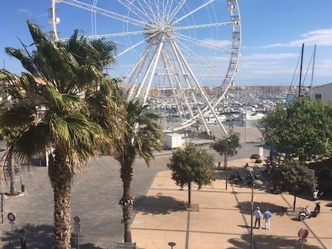 Centre port Cap d'Agde, spacieux, proche toutes commodités, parking