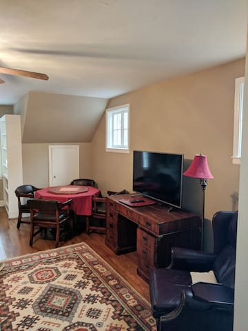 Lots of airy space for your poker party or game watching afternoon.