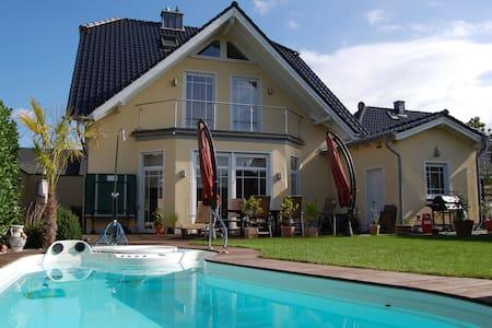 Privatzimmer in der Villa Latifa - Elsdorf - Villa