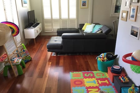 Perfect home for young families - 15km from city! - Altona North - 獨棟