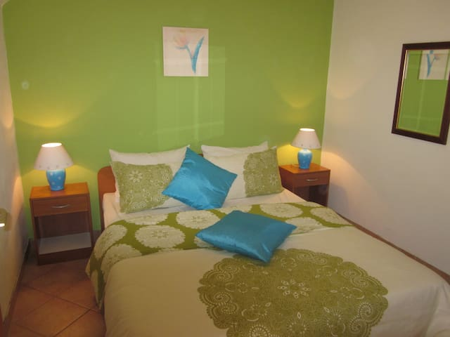 LAST MINUTE Studio, large terrace (2+2) WELCOME!!! - Seget Vranjica - Apartment