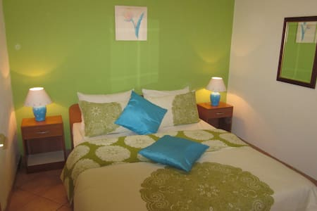 LAST MINUTE Studio, large terrace (2+2) WELCOME!!! - Seget Vranjica