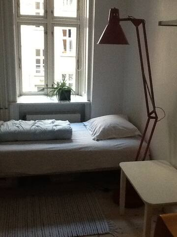 Nice quiet room near the station - Copenhagen - Apartment