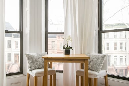 Spacious Guest Room in Brownstone - Brooklyn