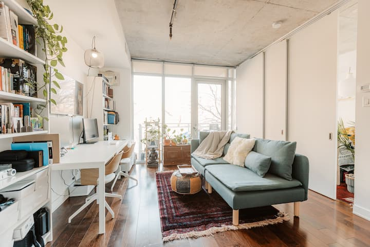 Bright Scandi Condo for Professionals