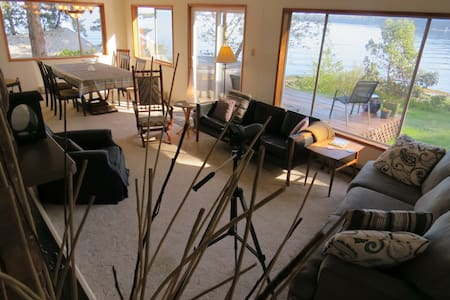 Cokely Cove Guesthouse  - Denman Island - 一軒家