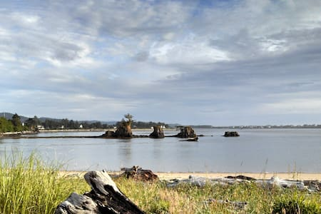 Sandcastle-on Siletz Bay,fireplace! - Lincoln City - Appartement