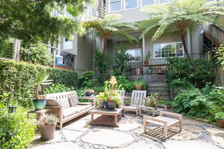 Serene 1 Bedroom Garden Unit in Sunny Potrero