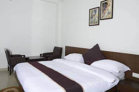 WELL FURNISHED INDEPENDENT APARTMENT TWO BED ROOM - Varanasi - Bed & Breakfast