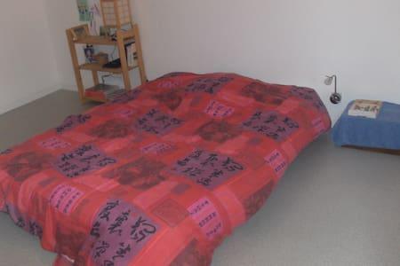 chambre dans appartement de100m² - Coarraze