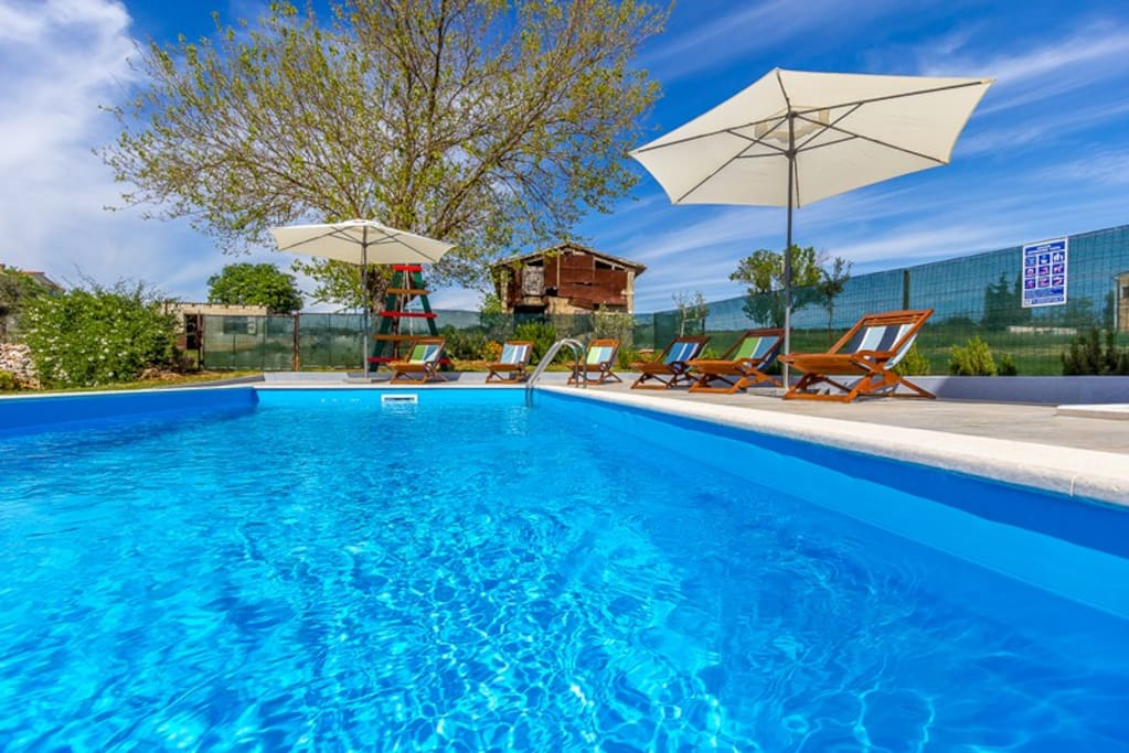 NEW 2014!! Pool and private beach