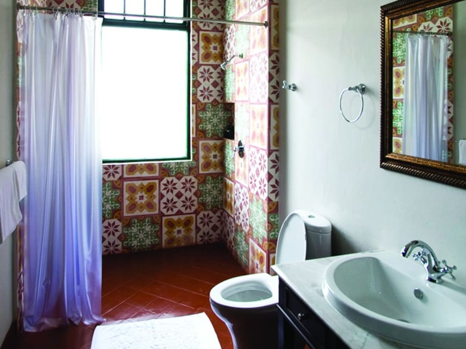 The en-suite bathroom.