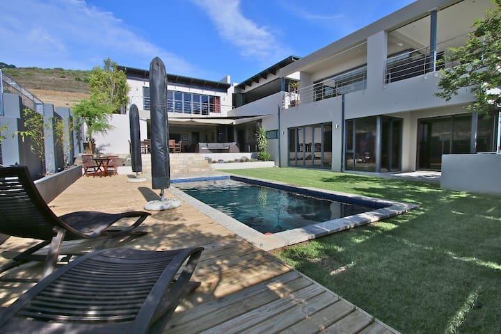 Amazing Villa with Views - Kaapstad - Huis