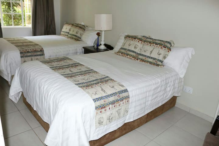 EAGLES HOUSE - Victoria Falls - Apartment