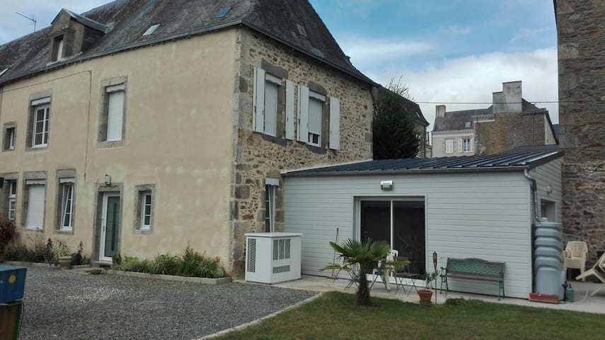 Grande maison renovée , centre ville