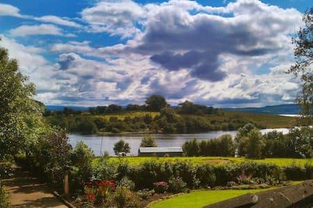 Tudor Farm on shore of Lough Erne - Bed & Breakfast
