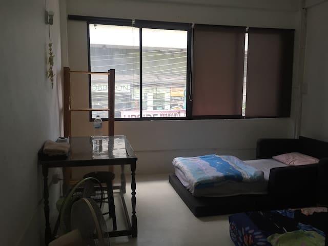 Cozy Fan room center of BKK next to skytrain