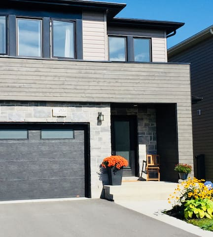 Cozy 2 Bedrooms (shared home) - 10 min to Downtown