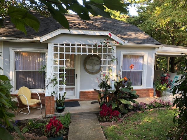 Best location! Cottage at Clark Acres