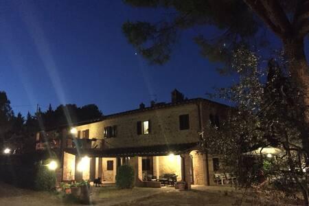 Villa con Dependance e piscina - Montaione - Villa