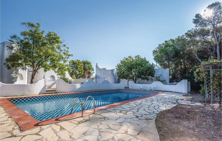 Holiday cottage with 2 bedrooms on 98 m² in Mont-roig del Camp