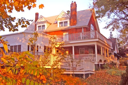 Greenbriar Inn - Bed & Breakfast
