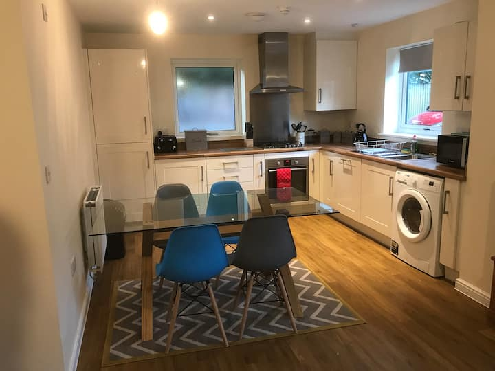Self Contained Modern, Spacious 3Bed with parking