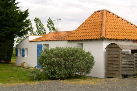 Petite maison dans le Marais Breton - House