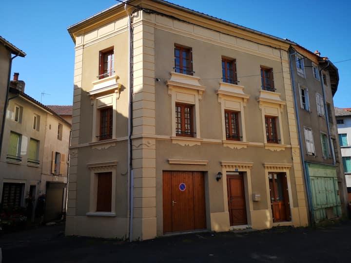 Belle maison en plein centre ville de Craponne/A.