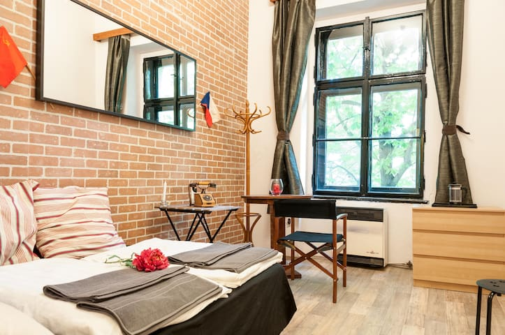 Cosy studio on a beautiful square - Praag - Appartement