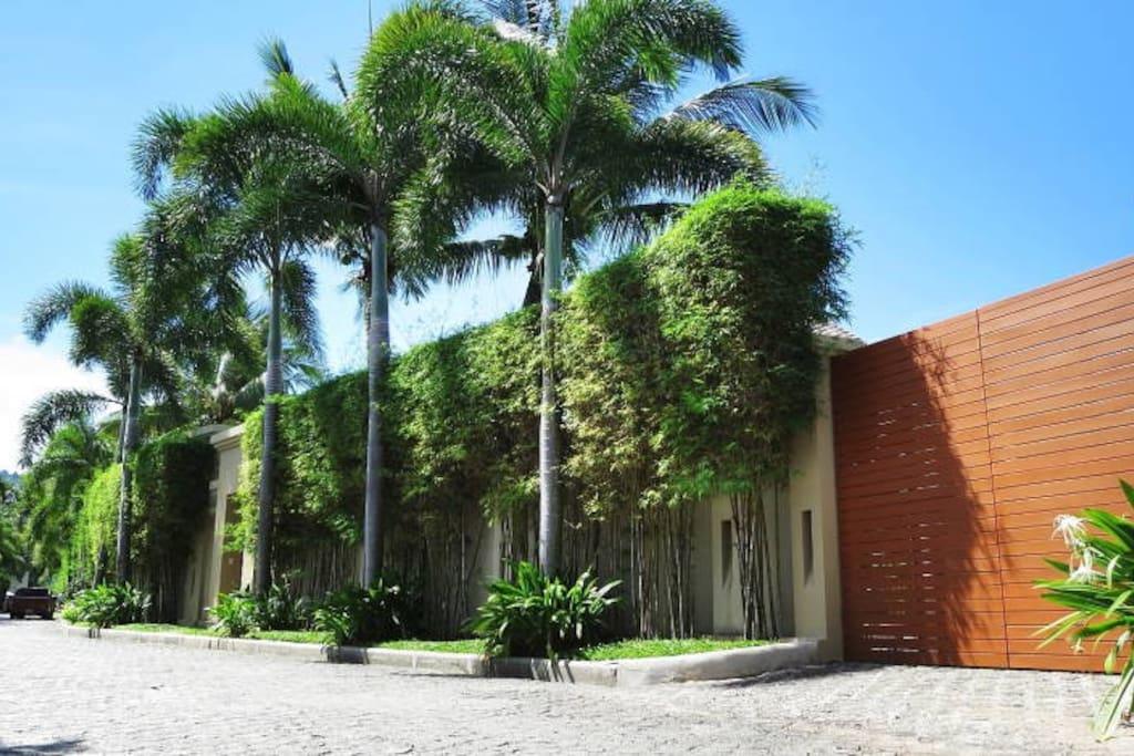 Villa Anshanti Daytime Exterior View