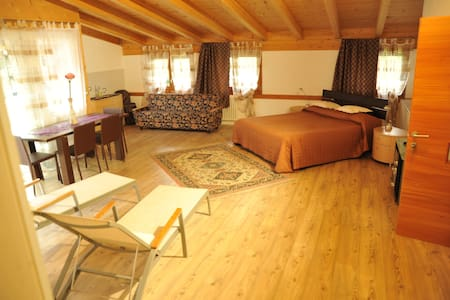 Suite Monticelli B&B Alla Loggia dell'Imperatore - Levico Terme - Bed & Breakfast